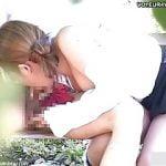 公園のベンチで昼間から青姦する高校生カップル