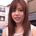 瑠川リナが素人男性の自宅に訪問して手コキ技を披露