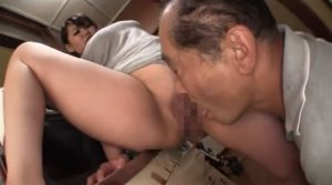 むっちりポチャの若妻が義父に責められ、いつしかセックスに・・・