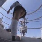 階段上る女子校生の後ろに張り付いてミニスカから覗く桃尻鑑賞