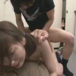 公衆トイレで襲われた女の子がマンコとアナルの2穴同時レイプで悶絶