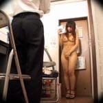万引きで捕まったギャルが裸にされ、店長に立ちバックでレイプされまくり
