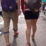 ミニスカ生足で歩く女の子を尾行撮影