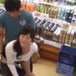 スーパーマーケットで若妻が堂々とレイプされてる