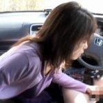 母子でドライブ旅行に行った帰りに車内フェラチオ