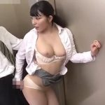 OLがエレベーターで上司をエッチに誘惑【上原亜衣】