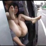 パイパンマンコで露出狂の女が裸を見せ付けてくれる