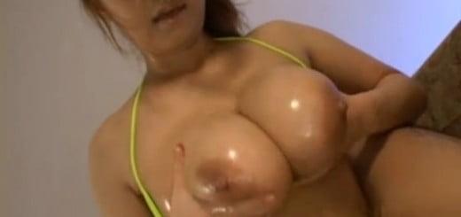 垂れ乳パイズリ