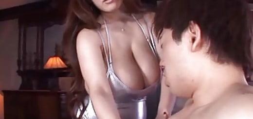田中瞳 ハミ乳