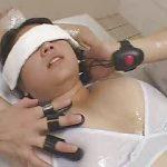 エロマシンでマッサージされ昇天する女