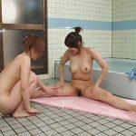 お風呂に一緒に入ったら友達の巨乳に発情してしまったレズ女