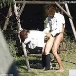 昼間から公園で青姦する発情カップル