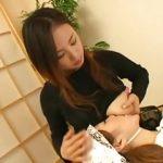 美人ママとかわいい娘の授乳プレイ