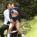 真昼の公園で発情した高校生カップルの野外セックス