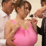 巨乳のムチムチボディーをオイルまみれにされセクハラされていく田中瞳