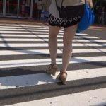ミニスカ生足で街ブラしてる女を後ろからこっそり撮影