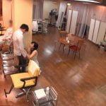 巨乳美容師のカット終了後のフェラチオサービス
