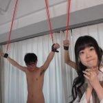 女2人が拘束されてる男友達を手コキやフェラでシコりまくり