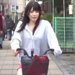 オマンコにリモコンローターを仕込んで自転車散歩【上原亜衣】