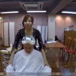 巨乳美容師の乳当て攻撃と行き過ぎた誘惑サービスに勃起が止まらん!!